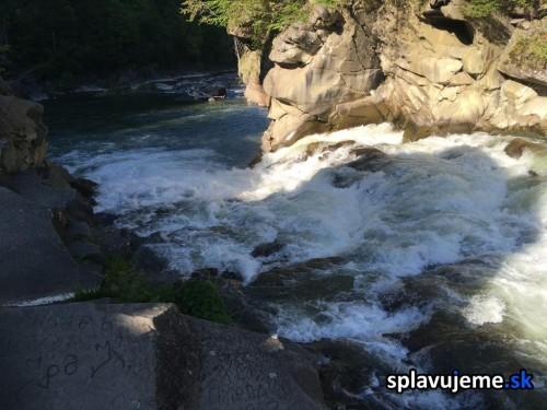 Vodopad Probyi na rieke Prut