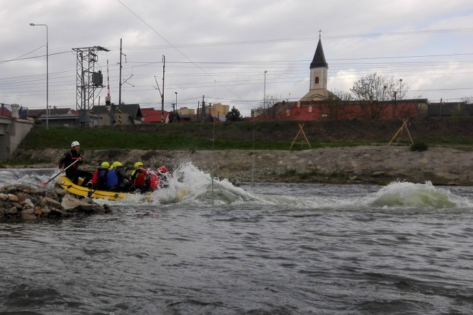 Rafting through Tahanovska wave on the Hornad river in Kosice